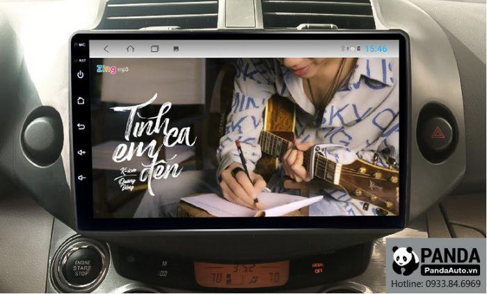 man-hinh-android-cho-xe-Toyota-RAV4-cho-phep-nghe-nhac-zing-mp3