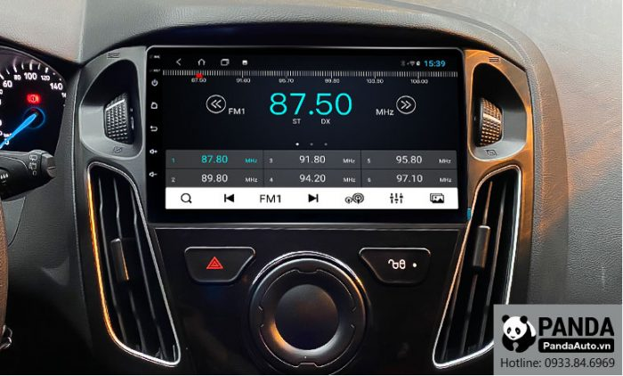 man-hinh-Android-cho-xe-Ford-Focus-giup-nghe-radio-tien-loi