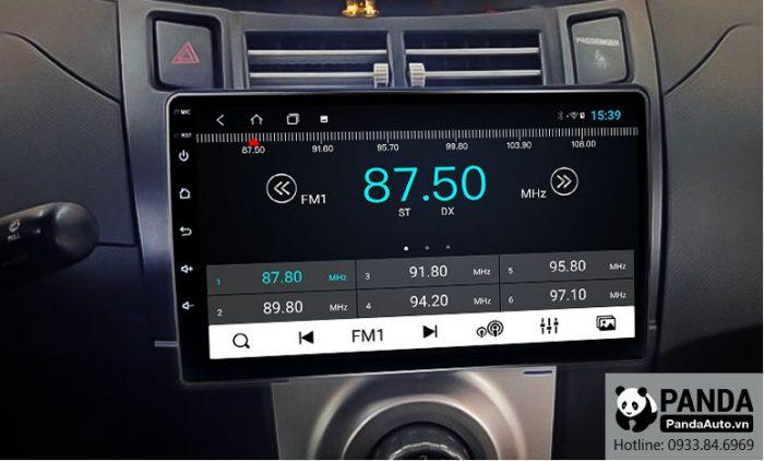 man-hinh-android-cho-xe-Toyota-Yaris-cho-phep-nghe-radio