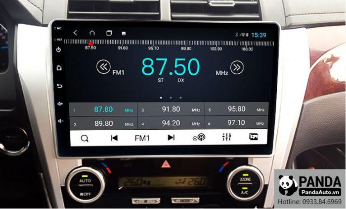 man-hinh-android-cho-xe-Camry-cho-phep-nghe-radio