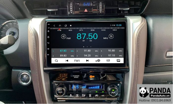 man-hinh-android-cho-xe-Fortuner-cho-phep-nghe-radio