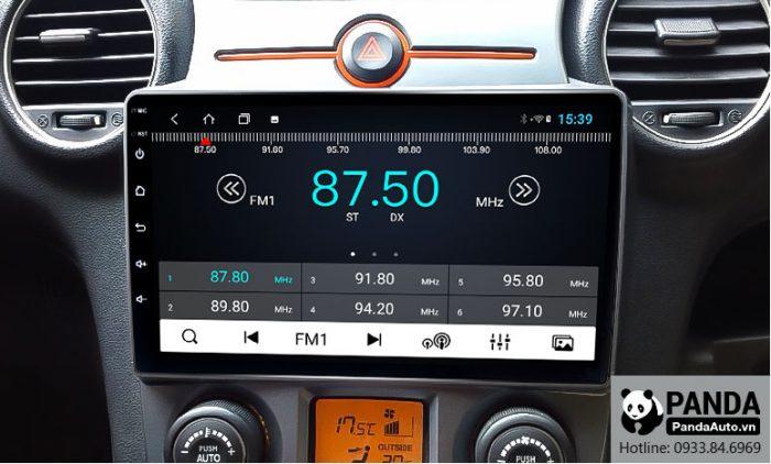 man-hinh-android-cho-xe-Kia-Carens-cho-phep-nghe-radio