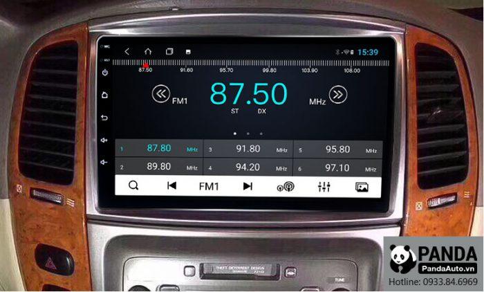 man-hinh-android-cho-xe-Toyota-Land-Cruiser-cho-phep-nghe-radio