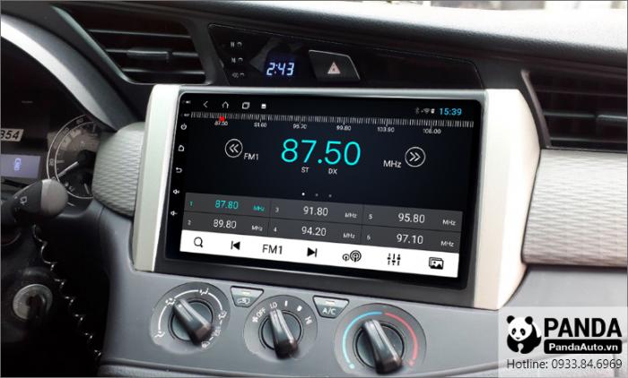 man-hinh-android-cho-xe-Toyota-Innova-cho-phep-nghe-radio