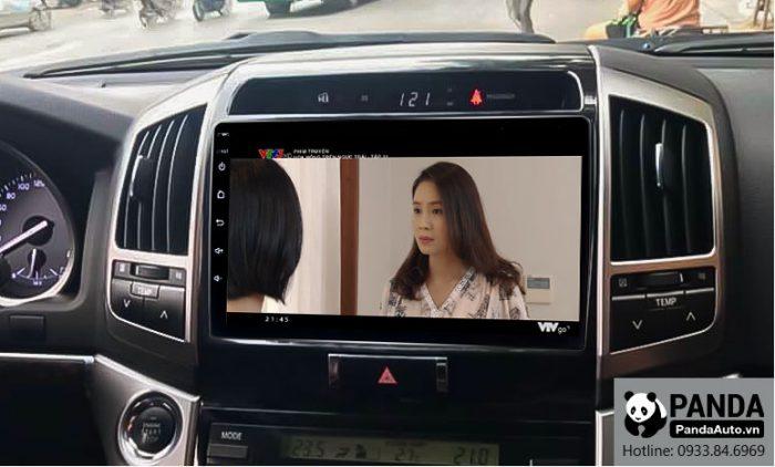 man-hinh-android-cho-xe-Toyota-Land-Cruiser-cho-phep-xem-phim-truc-tuyen