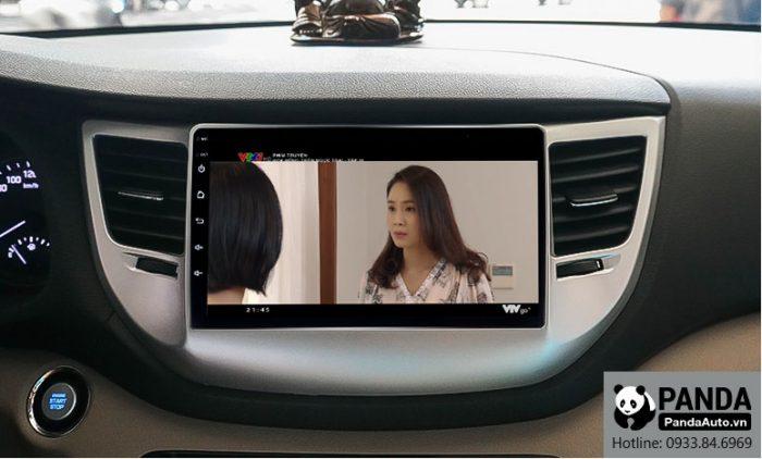 man-hinh-android-cho-xe-Hyundai-Tucson-cho-phep-xem-phim-truc-tuyen