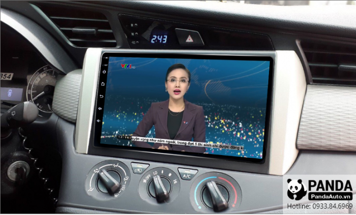 man-hinh-android-cho-xe-Toyota-Innova-cho-phep-xem-thoi-su-tivi-truc-tiep