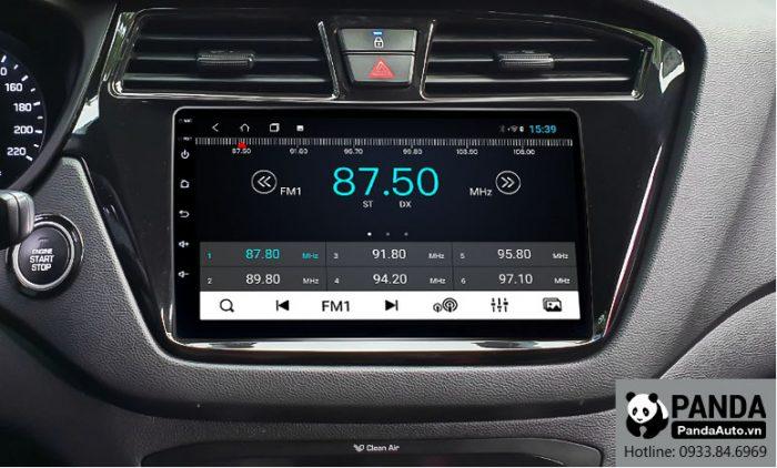 Nghe-Radio-tren-man-hinh-Android-cho-xe-Hyundai-i20-Active